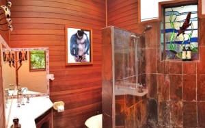 Revelwood Rainforest Retreat Poolview bathroom